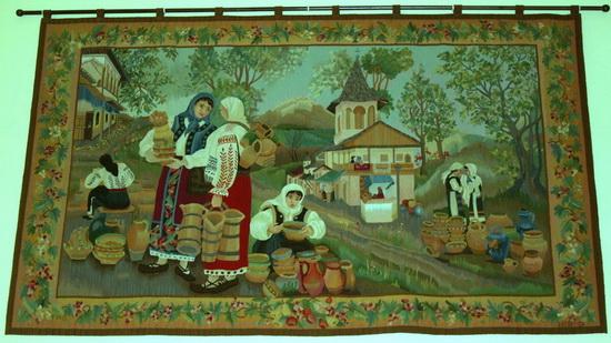 Mesteri populari: tapiserii si covoare lucrate manual la Valenii de Munte