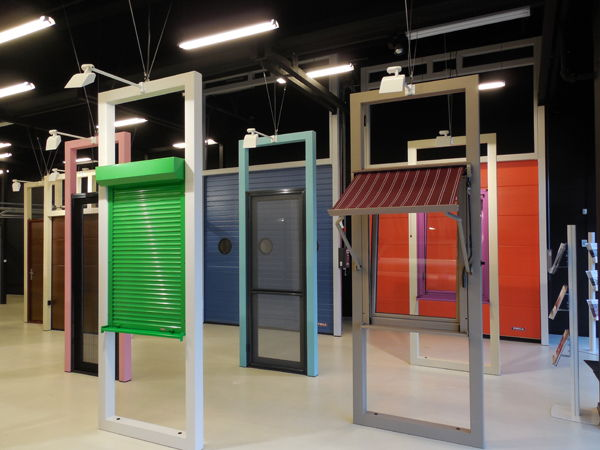 Extindere MCA Grup: un nou showroom de usi de garaj si rulouri la Iasi