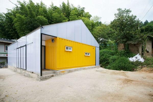 O casa ieftina din 3 containere
