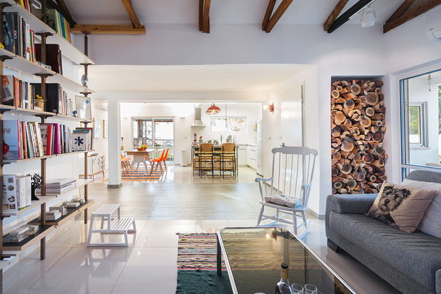 Renovari: o casa cu un singur nivel, cu biroul proprietarului incorporat