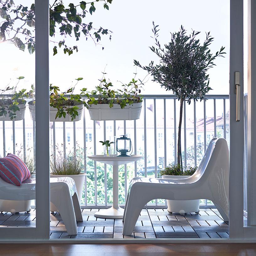 Cum pregătim balconul pentru vară. Idei, soluții și mobilierul potrivit