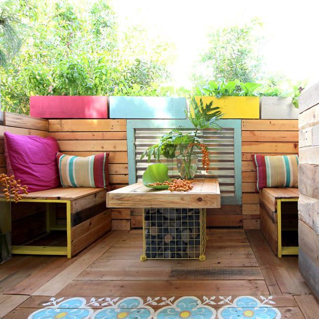 balcon placat la interior cu lemn reciclat din peleti