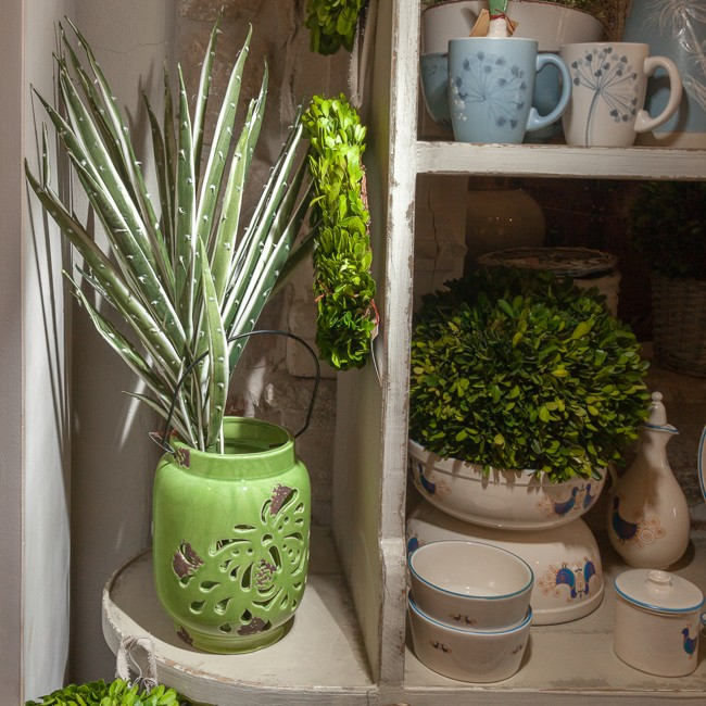 felinar_ceramica_verde_cu_planta