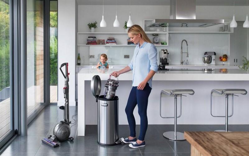 Aspiratorul Dyson Cinetic, fără sac şi fără filtre de curăţat, proiectat să dureze o viaţă