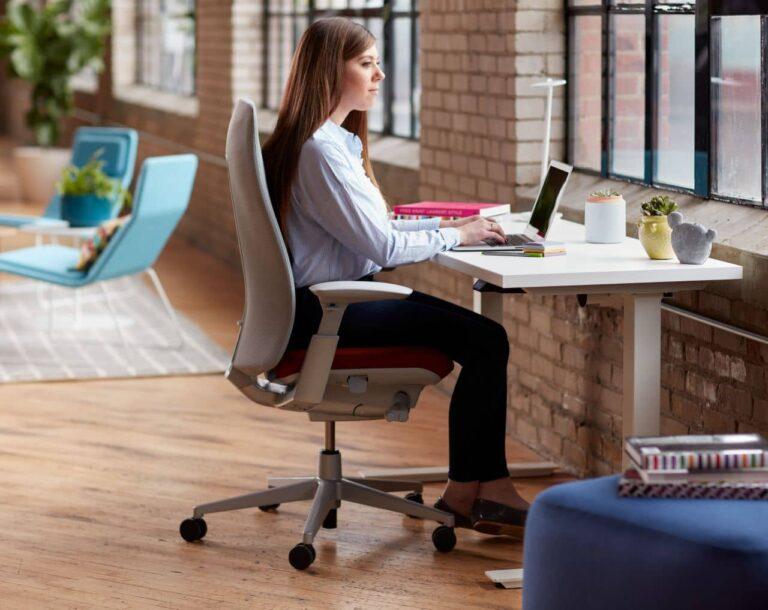 Cum alegi un scaun de birou perfect directorial, ergonomic sau kneeling chair