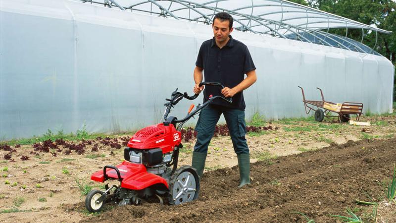 Cultivarea pământului: unelte de mâna, utilaj multifuncţional, motosapa sau motocultor?