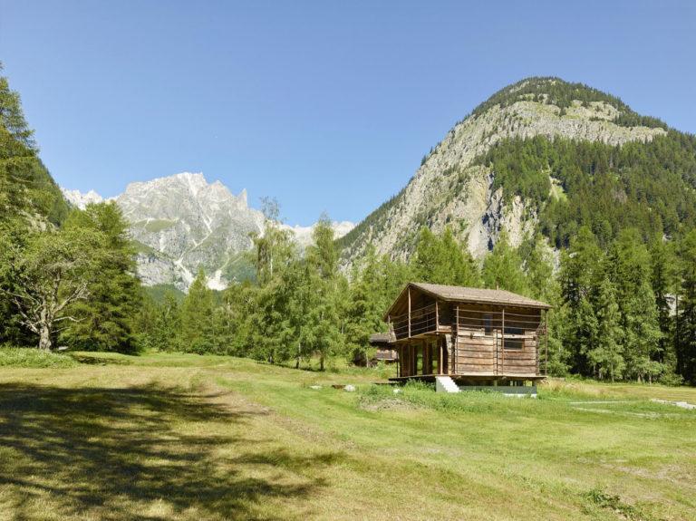 transformare-hambar-cabana-montana-moderna-4