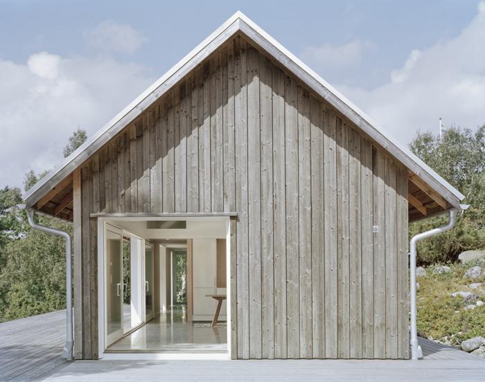 O casă de vacanţă în stil scandinav, cu organizare simplă