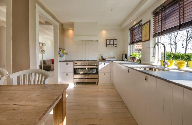 Cum să adaugi mai multă lumină într-o casă pe care ți-ai cumpărat-o recent
