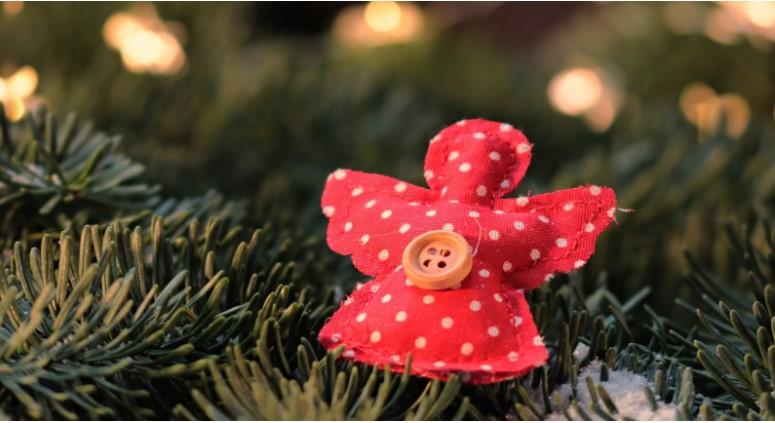 Cum să decorezi casa de Crăciun fără să creezi o senzație de aglomerație