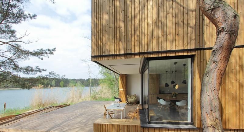 casa de vacanta pe malul lacului veranda