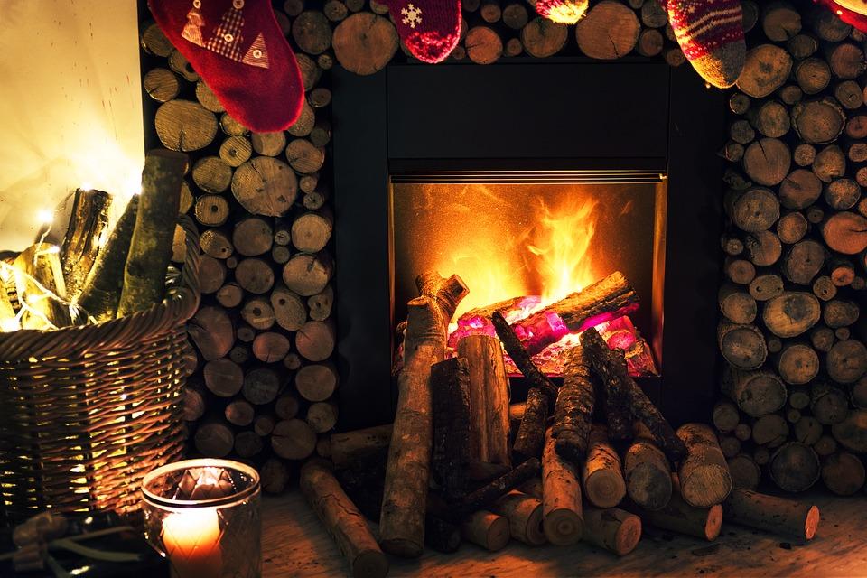 incalzire iarna semineu lemne