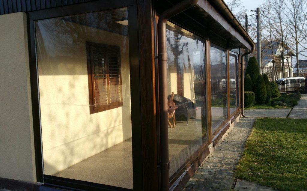 solutii mobile pentru inchiderea terasei -rulou transparent casetat