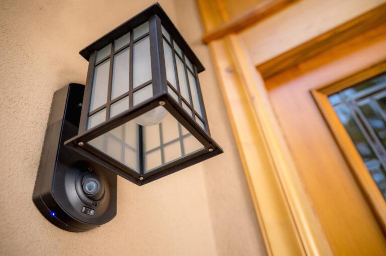 camera ascunsa in lampa de veghe