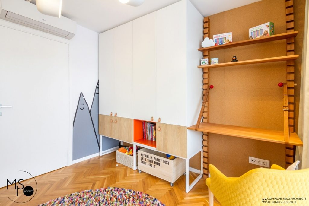 apartament amenajat de MISO Architects - birou camera copil