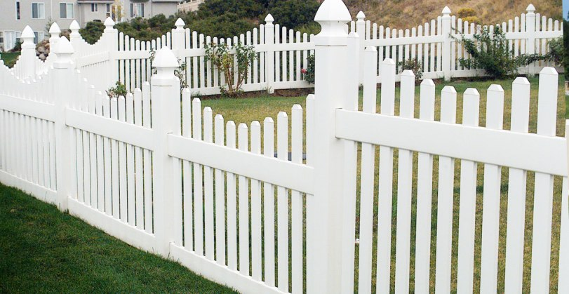 Investiții inteligente: 4 tipuri de garduri cu mentenanță redusă