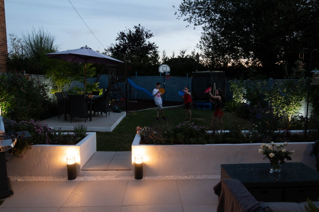 iluminat exterior inteligent lampi philips hue